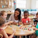 El método montessori pretende lograr la autonomía del infante