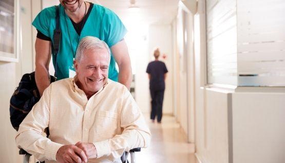 auxiliar-de-enfermeria-en-geriatria